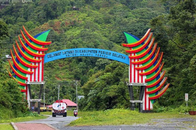 Kabupaten Pesisir Selatan - Alirman Sori (Anggota DPD RI): Pariwisata & Ekonomi Sumbar Bangkit Di Tengah Pandemi